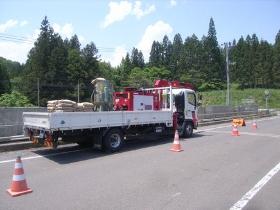 クレーン搭載型トラック