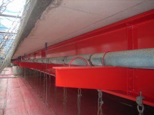 藤川橋外1橋橋梁耐震補強及び補修工事 に係る神明町橋現場塗装工の写真